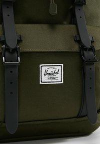Herschel - LITTLE AMERICA - Mochila - forest night/black - 9