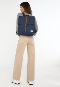 Herschel - CITY MID VOLUME - Sac à dos - navy/tan - 6