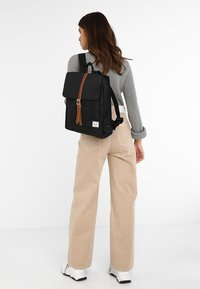 Herschel - CITY MID VOLUME - Mochila - black/tan - 6