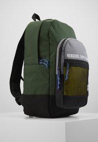 Herschel - KAINE - Rucksack - greener pastures/grey/cyber yellow - 4
