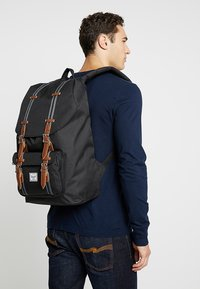 Herschel - LITTLE AMERICA - Reppu - black/tan - 1