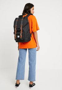 Herschel - LITTLE AMERICA - Reppu - black/tan - 5