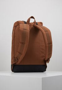 Herschel - RETREAT - Reppu - saddle brown/black - 2