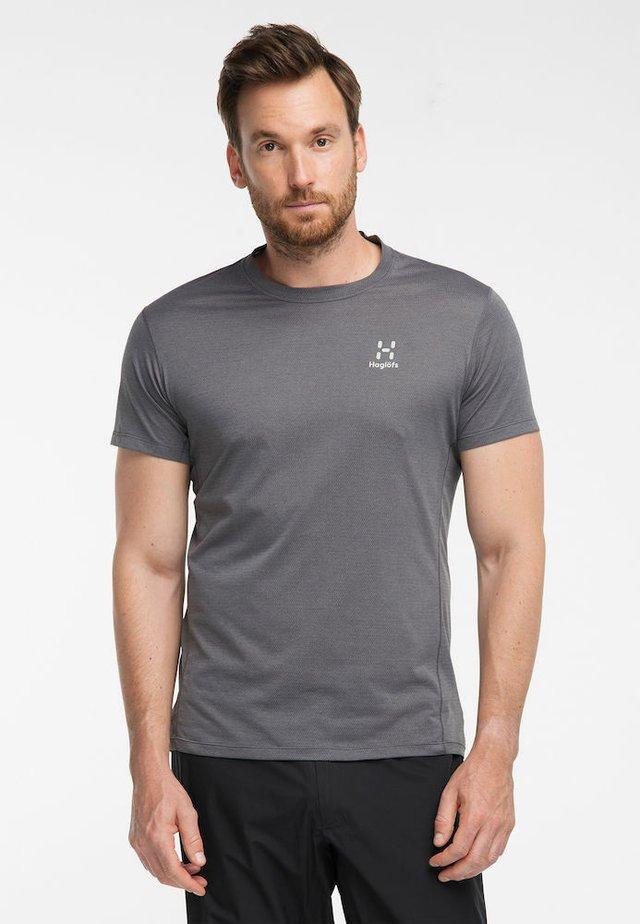 L.I.M STRIVE TEE MEN - Print T-shirt - magnetite
