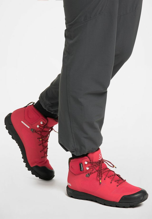 Mountain shoes - hibiscus red