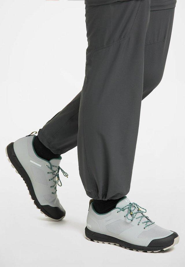 HAGLÖFS TREKKINGSCHUHE L.I.M LOW PROOF ECO WOMEN - Trail running shoes - stone grey/willow green
