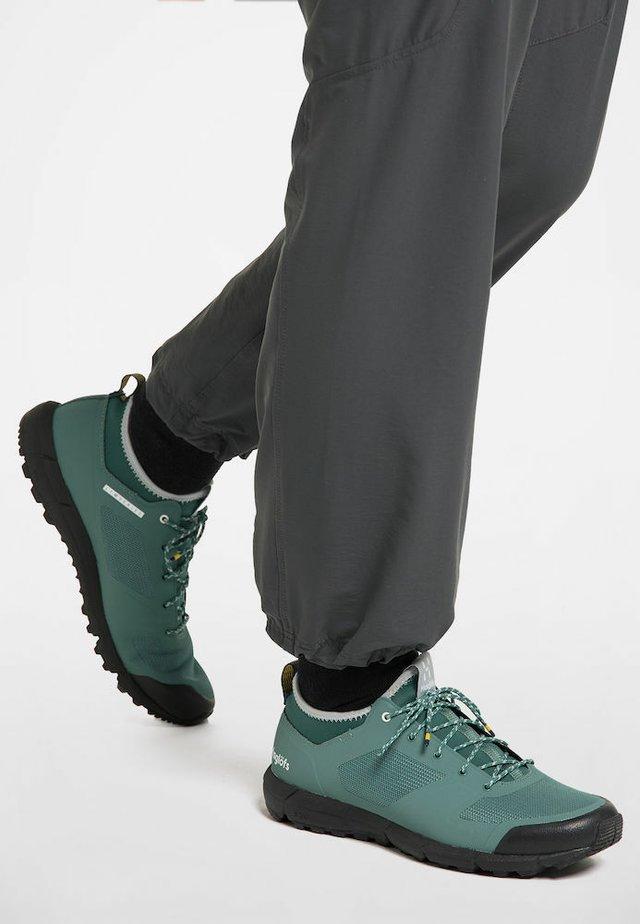 HAGLÖFS TREKKINGSCHUHE L.I.M LOW WOMEN - Trail running shoes - willow green