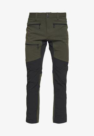 RUGGED FLEX PANT MEN - Długie spodnie trekkingowe - deep woods/true black