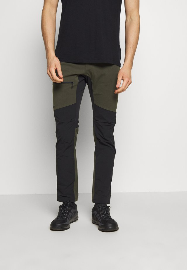 RUGGED FLEX PANT MEN - Friluftsbyxor - deep woods/true black