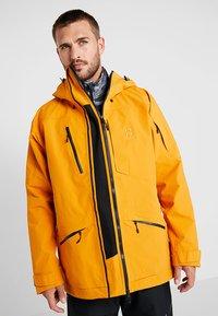 Haglöfs - NENGAL 3L PROOF PARKA MEN - Ski jas - desert yellow/true black - 3