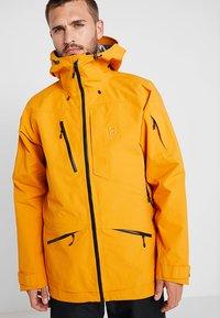 Haglöfs - NENGAL 3L PROOF PARKA MEN - Kurtka narciarska - desert yellow/true black - 0