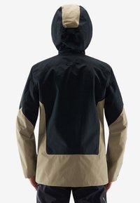 Haglöfs - HAGLÖFS SKIJACKE NENGAL JACKET MEN - Snowboard jacket - true black/dune - 1