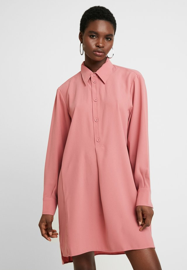 RAIL DRESS - Skjortekjole - pink