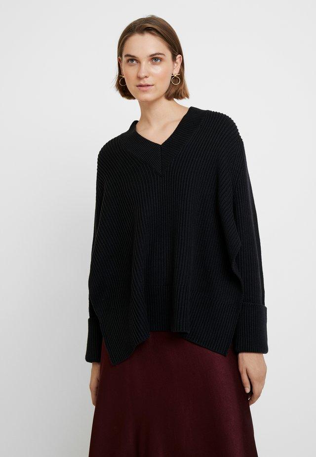MOON - Strickpullover - black