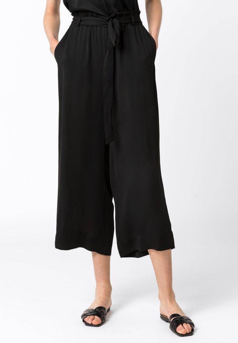 HALLHUBER - MIT BINDEGÜRTEL - Trousers - schwarz