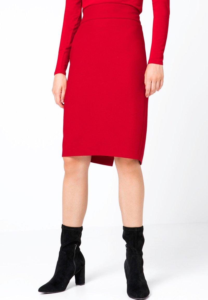 HALLHUBER - MIT BREITEM BUND - Jupe crayon - red
