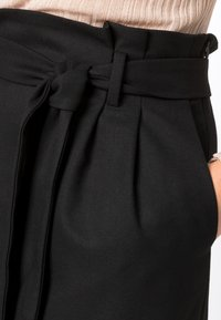 HALLHUBER - PAPERBAG-ROCK - Pencil skirt - black - 0