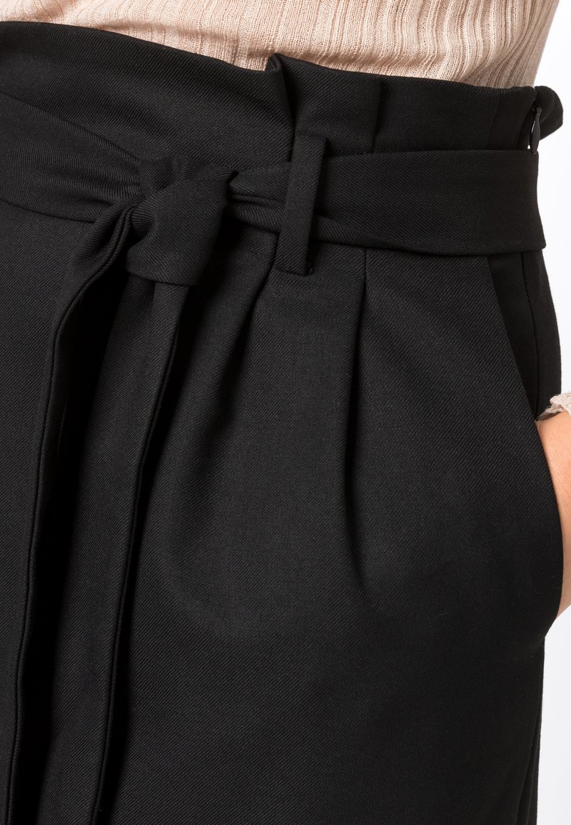 HALLHUBER - PAPERBAG-ROCK - Pencil skirt - black