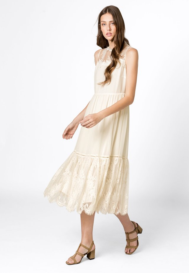 Occasion wear - creme