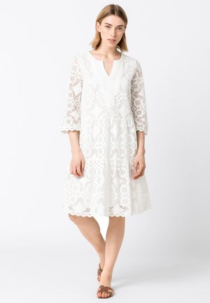 MIT STUFENVOLANTS - Day dress - offwhite