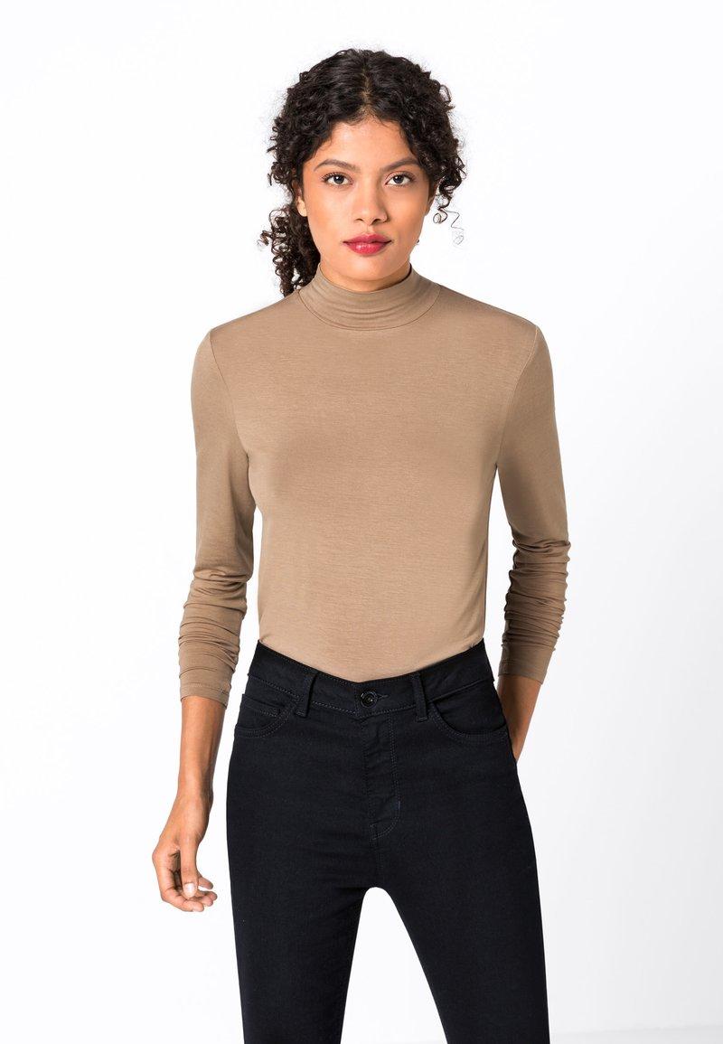 HALLHUBER - MIT STEHKRAGEN - T-shirt à manches longues - brown