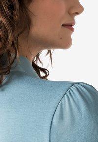 HALLHUBER - MIT SEIDENSCHLUPPE - T-shirt à manches longues - blue - 2