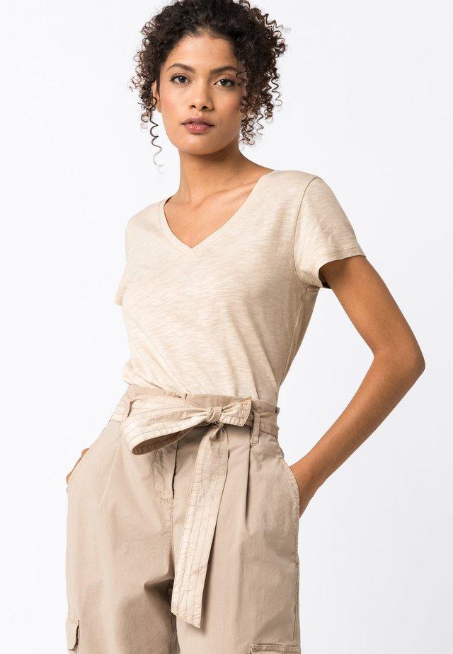 MIT V-AUSSCHNITT - T-Shirt basic - hellbeige