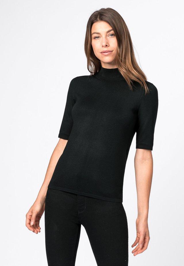 MET HALVE MOUWEN EN OPSTAAND KRAAGJE - T-shirt basique - zwart