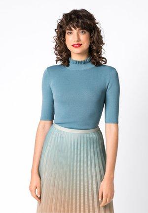 MIT RÜSCHENDETAILS - T-shirt basique - blue