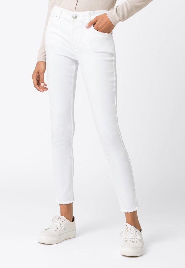 MIT FRANSENSAUM - Jeans Skinny - weiß