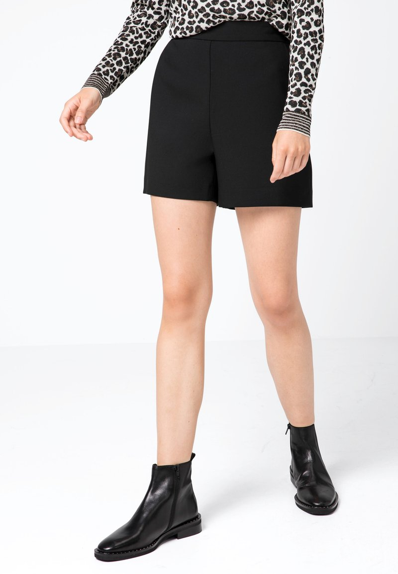 HALLHUBER - Shorts - black