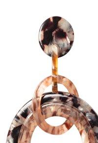 HALLHUBER - MIT RINGEN IN HORN-OPTIK - Earrings - black - 2