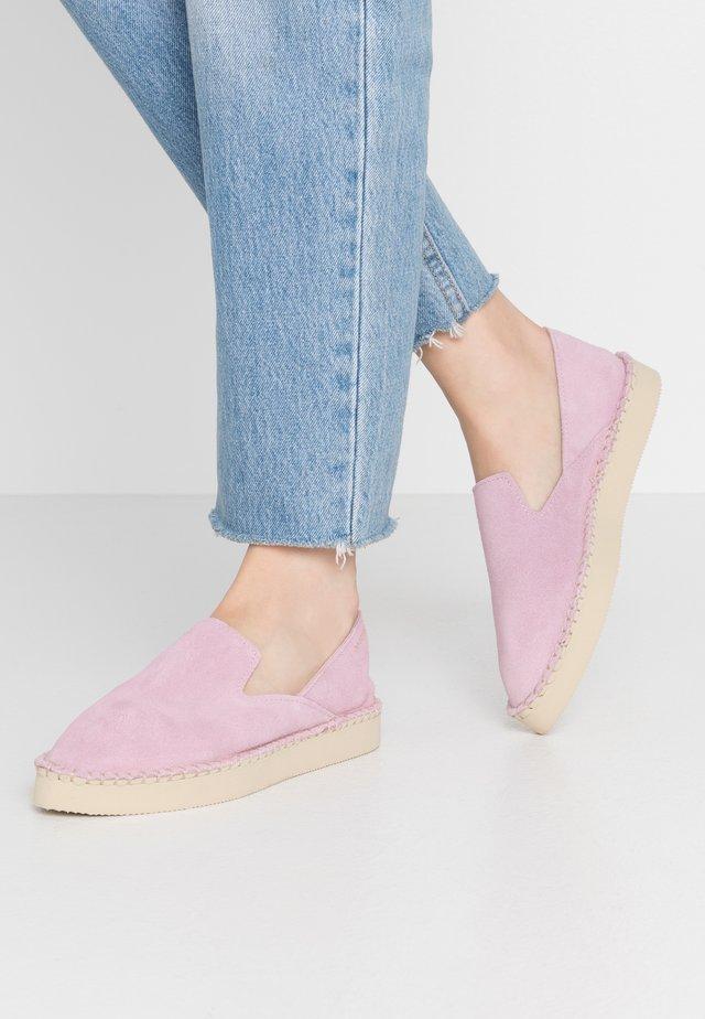 ORIGINE FLATFORM LOAFER - Loafers - rose