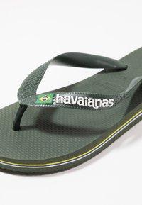 Havaianas - BRASIL LOGO - Boty do bazénu - green olive - 5