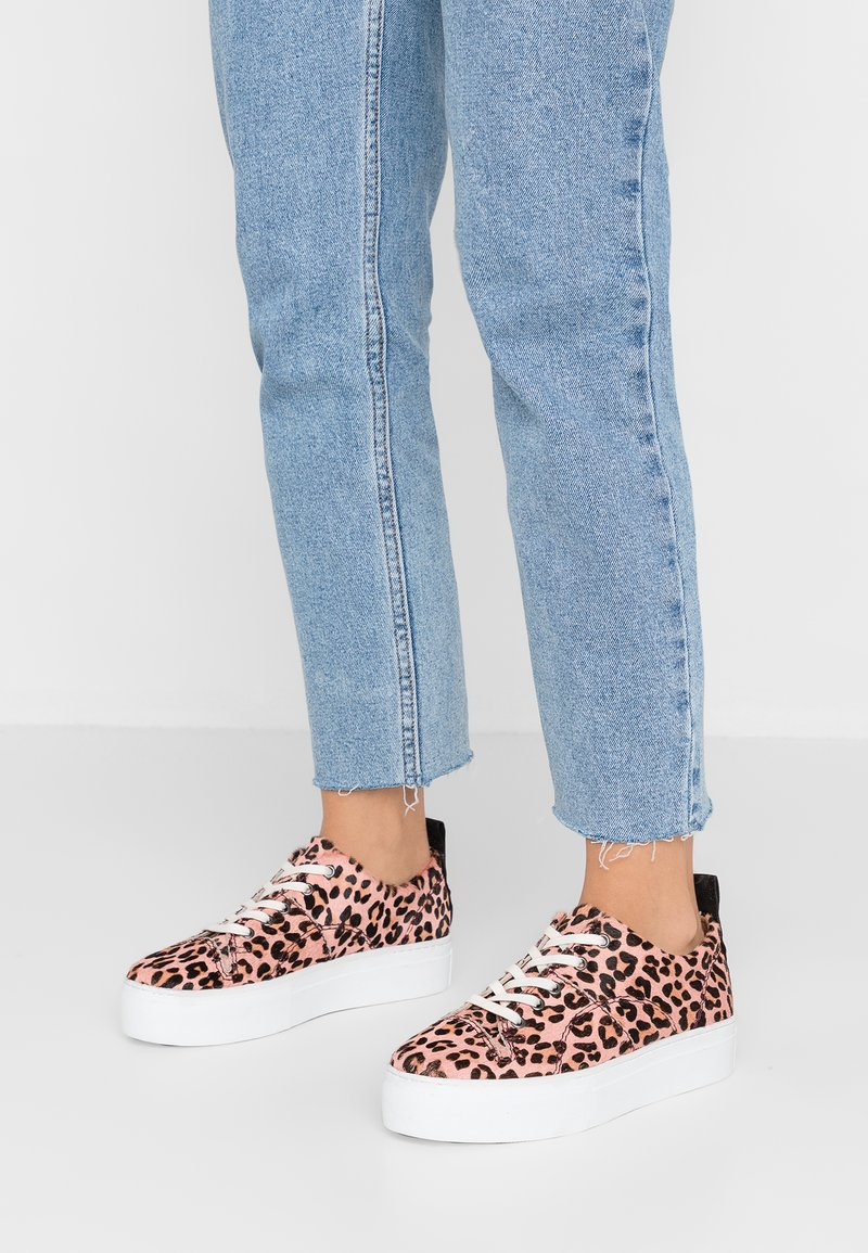 H by Hudson - DAPHNE - Sneaker low - pink