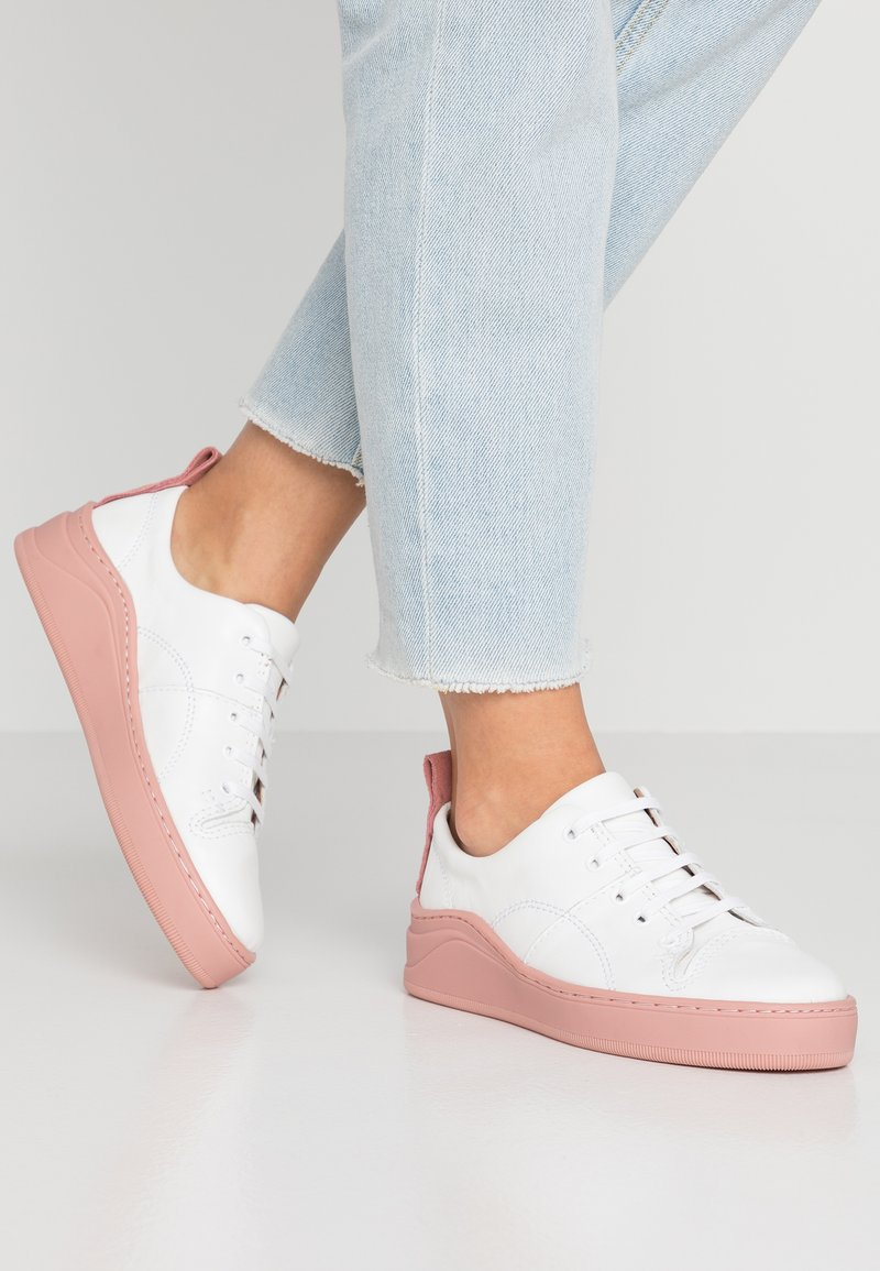 H by Hudson - SIERRA - Sneaker low - white/pink