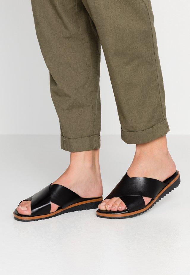 SKY - Pantolette flach - black
