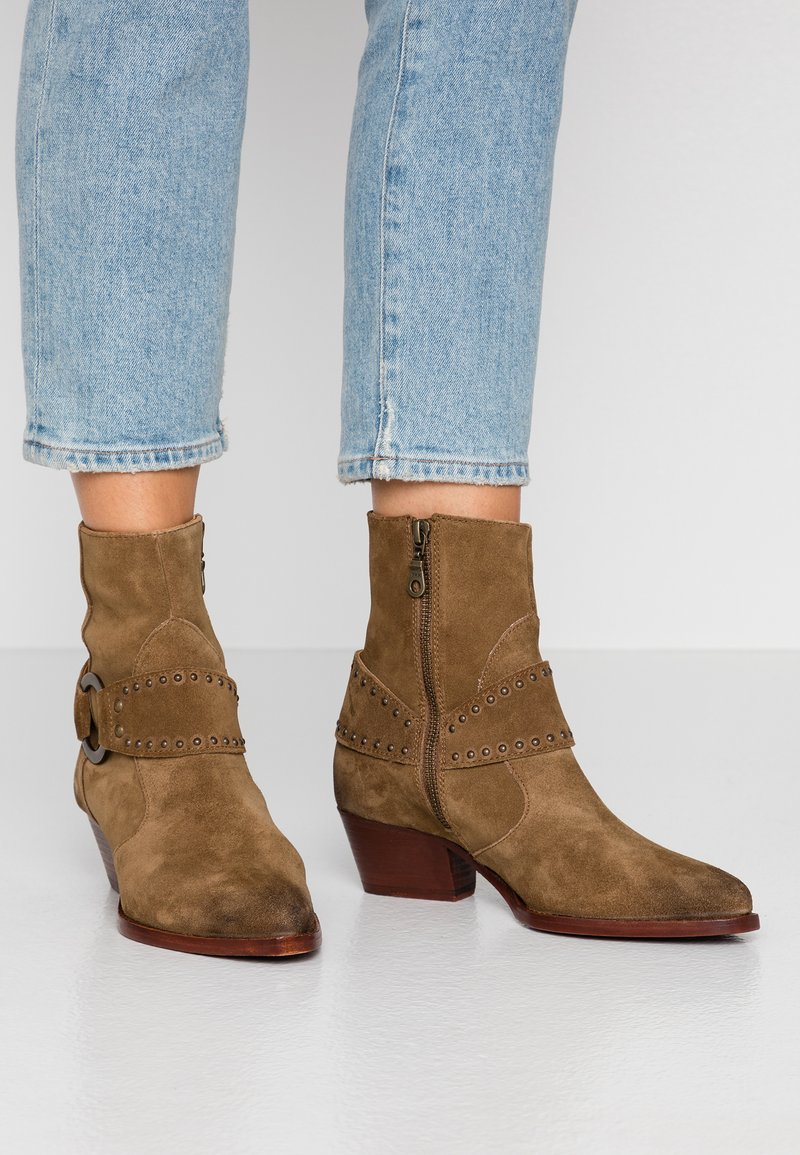 H by Hudson - RODEO - Cowboy/biker ankle boot - caramel