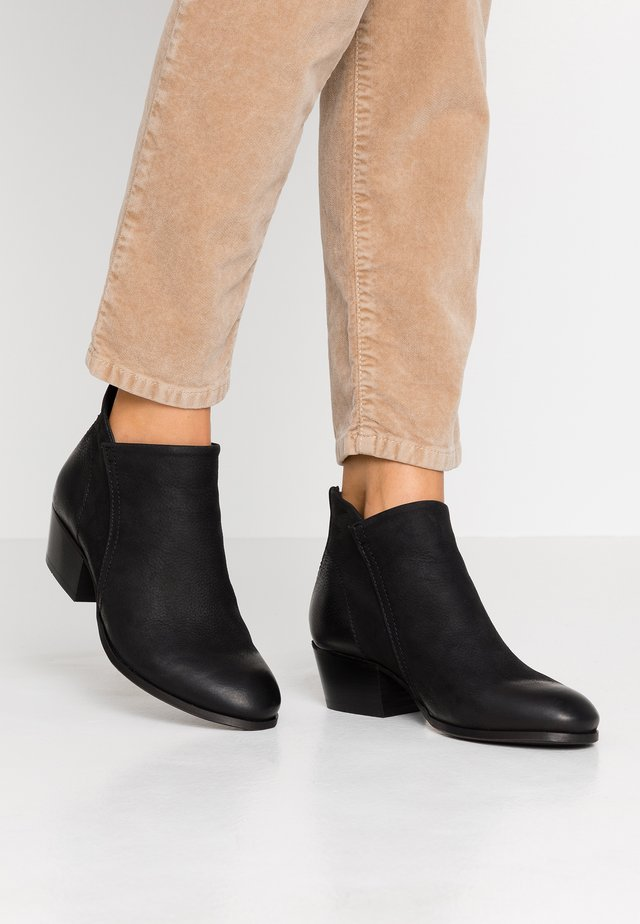 APISI - Ankle boots - black