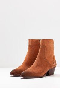 H by Hudson - BERYL - Kovbojské/motorkářské boty - rust - 4