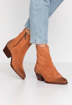 BERYL - Cowboy/biker ankle boot - rust