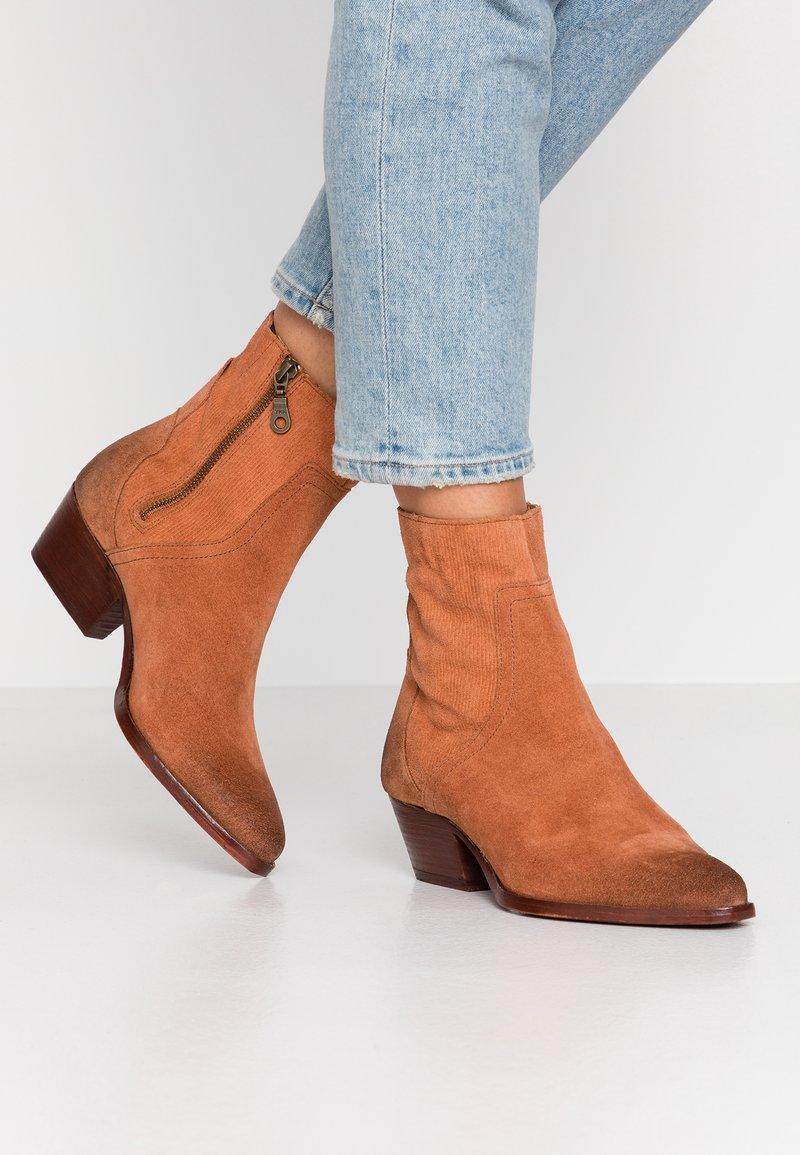 H by Hudson - BERYL - Cowboy/biker ankle boot - rust