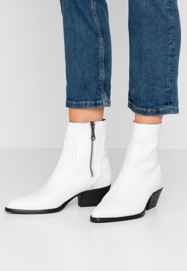 BERYL - Kovbojské/motorkářské boty - tumbled white