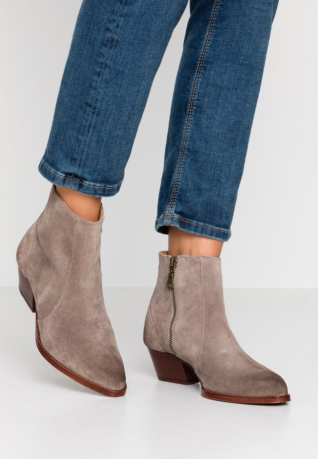 HEDEMANN - Ankle boot - taupe