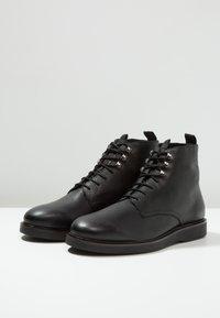 H by Hudson - BATTLE - Šněrovací kotníkové boty - black - 2