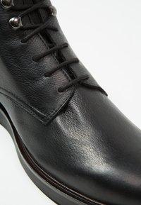 H by Hudson - BATTLE - Šněrovací kotníkové boty - black - 5