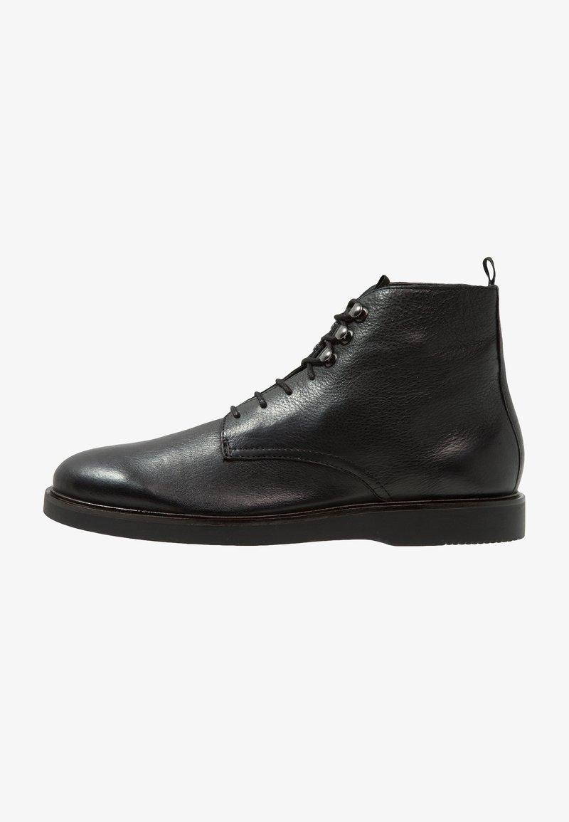H by Hudson - BATTLE - Šněrovací kotníkové boty - black