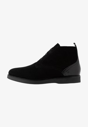 CALVESTON CHUKKA - Šněrovací boty - black