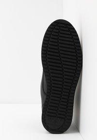 H by Hudson - XEROX CUFF BOOT - Bottines à lacets - black - 4