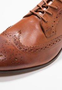 H by Hudson - CROWTHORNE - Elegantní šněrovací boty - tan - 5